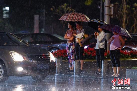 华南西北及东部等地将有强降雨 并伴有强对流天气