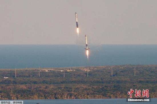 当地时间4月11日,美国佛罗里达州的肯尼迪航天中心,SpaceX猎鹰重型火箭携带由Arabsat运营的通信卫星发射升空。据悉,这是猎鹰重型火箭的首次商业发射。