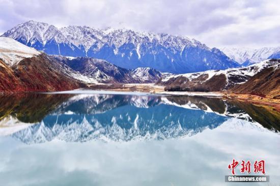 材料图:祁连山好如绘卷。 武雪峰 摄
