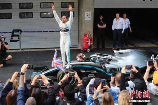 """F1结束乏味一季 明年能找回""""速度与激情""""吗?"""