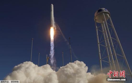 """本地工夫2019年4月17日,好国维凶僧亚州沃洛普斯飞翔实验场,诺斯罗普-格鲁曼公司的安塔瑞斯号运载水箭当天照顾""""天鹅座""""货运飞船收射降空。"""