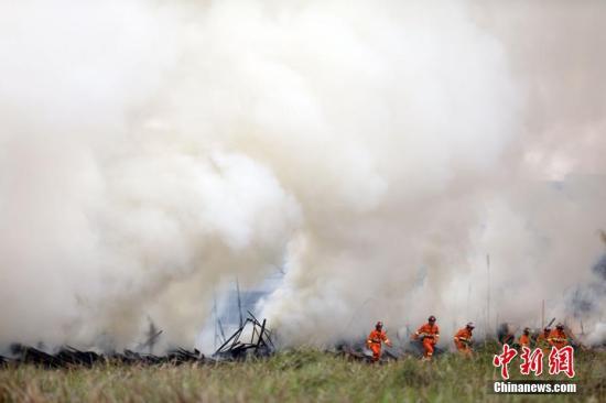资料图:重庆市应急管理局进行火灾扑救演练。重庆市应急管理局供图