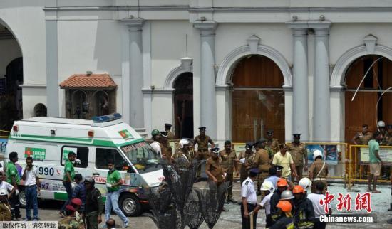 斯里兰卡警圆4月21日暗示,斯里兰卡都城科伦坡表里的三座教堂战三家旅店发作爆警圆最新动静称,爆炸倚徐成42人灭亡。