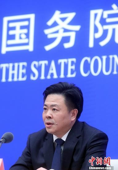 """4月22日,国务院新闻办公室在北京举行新闻发布会,介绍《共建""""一带一路""""倡议:进展、贡献和展望》有关情况。<a target='_blank' href='http://www.chinanews.com/'>中新社</a>记者 张宇 摄"""