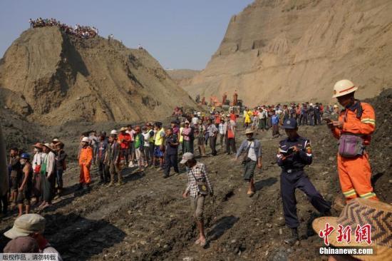 報道稱,當地時間22日晚11點半左右,克欽邦帕敢鎮莫溫地區出現大面積山體滑坡,造成數十人被埋。當時礦工正在睡覺,山體滑坡吞沒了他們。
