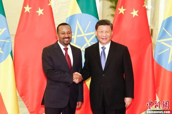 4月24日,中国国家主席习近平在北京人民大会堂会见埃塞俄比亚总理阿比。中新社记者 盛佳鹏 摄