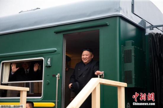 资料图:当地时间4月24日,朝鲜最高领导人金正恩乘坐的专列穿过俄朝边界进入俄罗斯境内,并停靠在哈桑火车站。