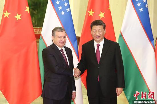 4月25日,中国国家主席习近平在北京人民大会堂会见乌兹别克斯坦总统米尔济约耶夫。中新社记者 盛佳鹏 摄