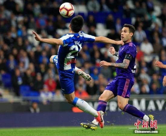西媒赞武磊表现:他是球队破密集防守的利器,叶驹腾