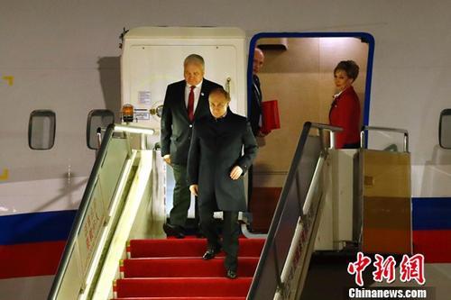"""4月25日,来华出席第二届""""一带一路""""国际合作高峰论坛的俄罗斯总统普京抵达北京。<a target='_blank' href='http://www.chinanews.com/'>中新社</a>记者 富田 摄"""