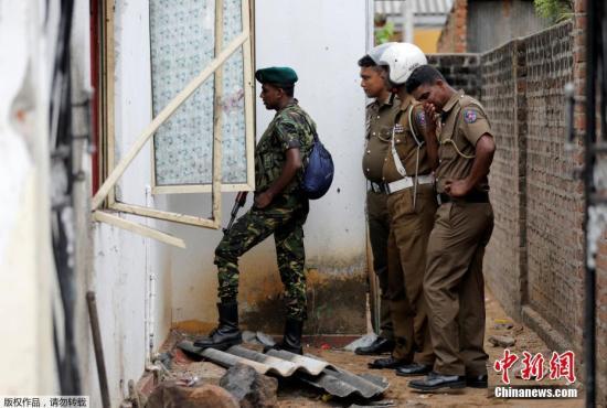 斯里兰卡警方称,三名男子26日晚上在东部城镇卡尔穆奈附近的一所房屋内引爆炸药,除了他们以外,导致3名妇女和6名儿童死亡。
