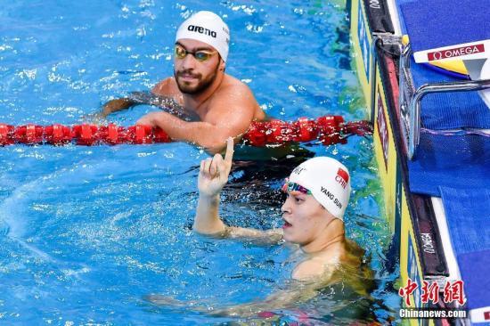 孙杨在2019年FINA冠军游泳系列赛(广州站)上夺得男子400米自由泳冠军。 中新社记者 陈骥旻 摄
