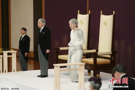 """据报导,明仁将正在一戏诵庄重典礼下传位给宗子、59岁的皇太子德仁,筹办开启新年令战""""的时期。"""