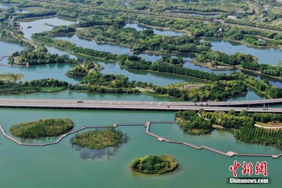 """虎丘湿地公园是苏州""""四角山水""""空间布局的组成部分。 泱波 摄"""