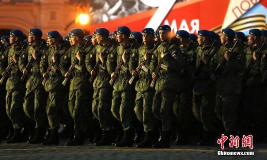 资料图:2019年5月,莫斯科红场举行卫国战争胜利74周年阅兵式夜间彩排。<a target='_blank' href='http://www.chinanews.com/'>中新社</a>记者 王修君 摄