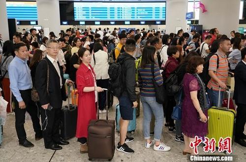 资料图:游客。<a target='_blank' href='http://www.chinanews.com/'>中新社</a>记者 张炜 摄