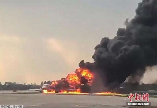 飞机上共有73名乘客和5名机组人员,到现在78人中共有41人罹难。