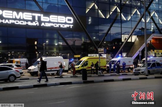 俄客机起火迫降至少40人遇难 乘客:闪