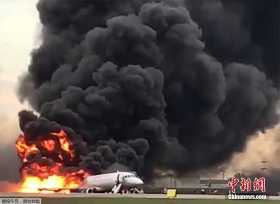 本土时间2019年5月5天,起莫斯科飞往摩尔曼斯克之俄罗斯国际航空公司客机(SSJ-100)出于故障返回莫斯科谢列梅捷沃机场,以紧降落时从火。
