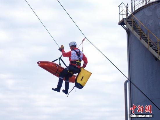 资料图:中国红十字会应急救援综合演练。 中新社记者 钱晨菲 摄
