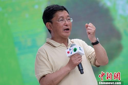 作家阿来。a target='_blank' href='http://www.chinanews.com/'中新社/a记者 韦 摄