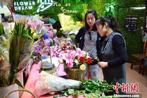 材料图:母亲节花店买卖没有雅。a target='_blank' href='http://www.chinanews.com/'种孤社/a记者 鲁阳 摄