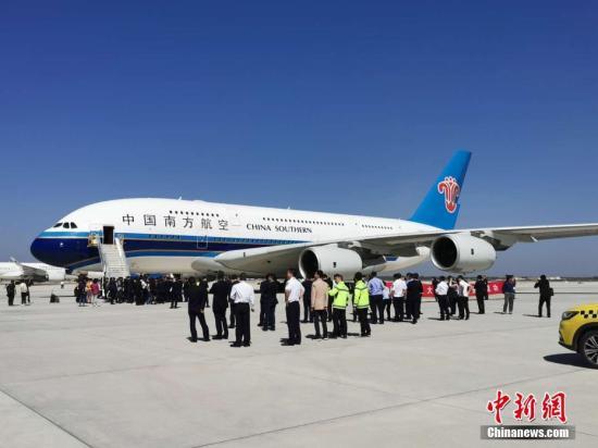 5月13日上午9时29分,首架试飞飞机——南航A380从首都机场成功飞抵北京大兴国际机场西一跑道。 <a target='_blank' href='http://www.chinanews.com/'>中新社</a>记者 周音 摄