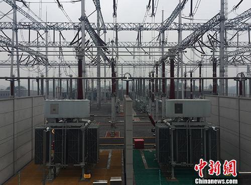 资料图:500千伏铜梁变电站。 中新社发 钟欣 摄