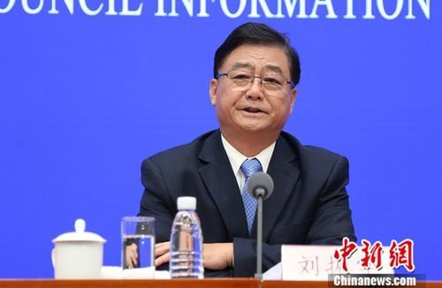 5月14日,国务院新闻办公室在北京举行国务院政策例行吹风会,司法部副部长刘振宇介绍证明事项清理工作有关情况,并答记者问。中新社记者 杨可佳 摄