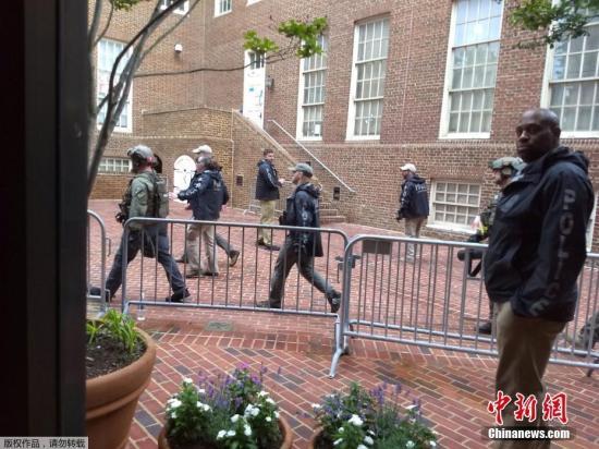 """当地时间5月16日,美国警方闯入委内瑞拉驻美国大使馆,并逮捕了4名亲马杜罗政府的""""反政变人士""""。"""