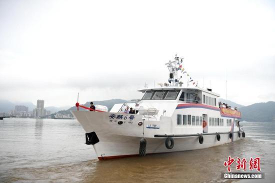 资料图:开往马祖的客轮。王东明 摄