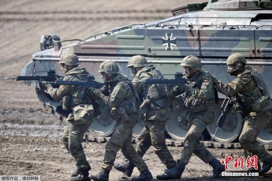 英国防大臣:或效仿美国 削减在阿富汗驻军人数图片