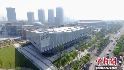 资料图:航拍武汉军运会主媒体中心外景。中新社记者 郑子颜 摄