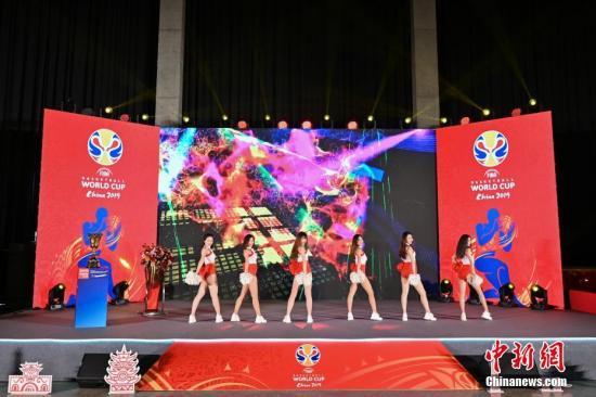 5月23日,2019年国际篮联篮球世界杯倒计时100天启动仪式在北京举行。据悉,2019年国际篮联篮球世界杯将于8月31日至9月15日在北京、上海、南京、武汉、广州、深圳、佛山、东莞这八座城市举行。中新社记者 崔楠 摄