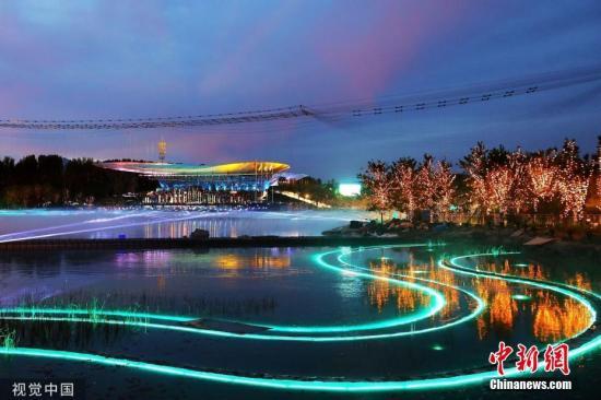 资料图:北京世园会夜景。陈燕华 摄 图片来源:视觉中国