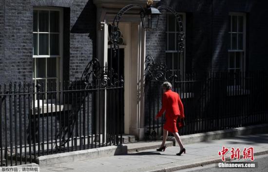 """材料图@员天工夫5月24日,英国辅弼特蕾莎梅正在取""""1922委员会""""主席布雷迪会晤后颁布发表,将于6月7日辞来党魁职位,并于6月10日起头的一周开启守旧党指导权争取战,正在新任党首选出后,她将离任辅弼一职。"""