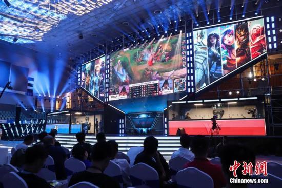 LPL新赛季热闹开幕 中国电竞的黄金时代正在走来