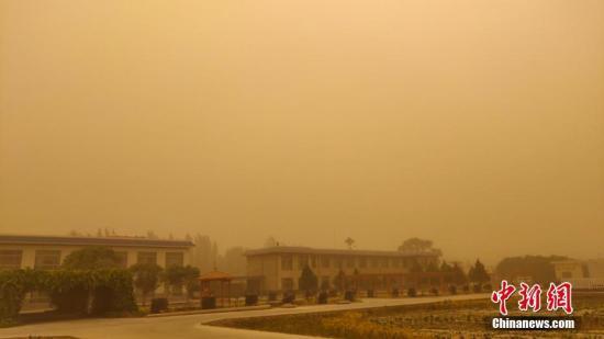 资料图:沙尘暴天气。蔡青青 摄