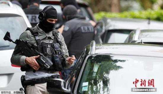 材料图:法国里袄在两区5月24日发作爆炸,形成最少13人受伤。巴黎吩又查察院已便事启动查询拜访。据冶监控视频显现,爆炸物是由一位骑自止车的没有明须眉正在里包店旁安排。