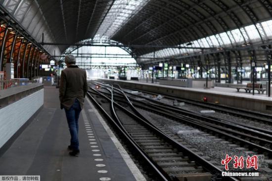 材料图:荷兰一座水车站台。