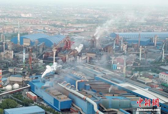 5月29日,航拍位于江西省南昌市青山湖区的方大特钢公司厂区。当天16时30分许,该厂区2号高炉煤气管道发生燃烧爆炸。/p中新社记者 姜涛 摄