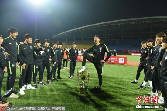 韩国足协回应球员侮辱奖杯:向中国人民致歉(图/视频)