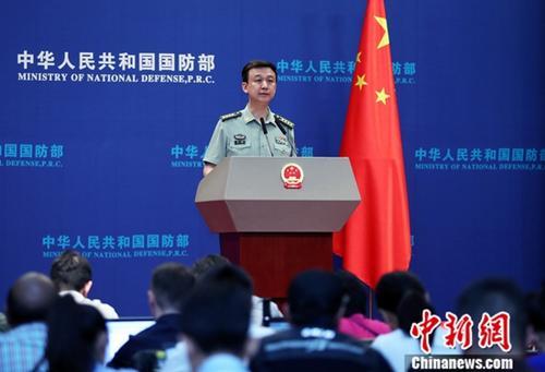 5月30日,中国国防部举行例行记者会,中国国防部新闻局局长、国防部新闻发言人吴谦谈及中美两军关系时表示,期待中美两军关系成为两国关系的稳定器。 中新社记者 宋吉河 摄