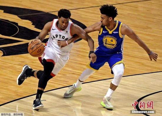 资料图:北京时间6月3日,NBA总决赛第二场开打,金州勇士在客场以109:104击败多伦多猛龙,图为猛龙后卫洛瑞持球进攻。