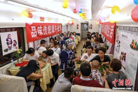 """""""端午""""假期首日中国铁路发送旅客同比增7.6%"""