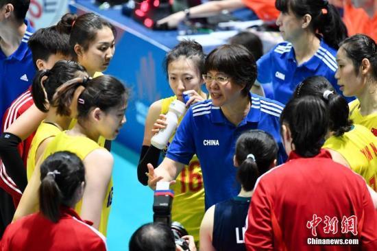 资料图:郎平在比赛中。中新社记者 李志华 摄
