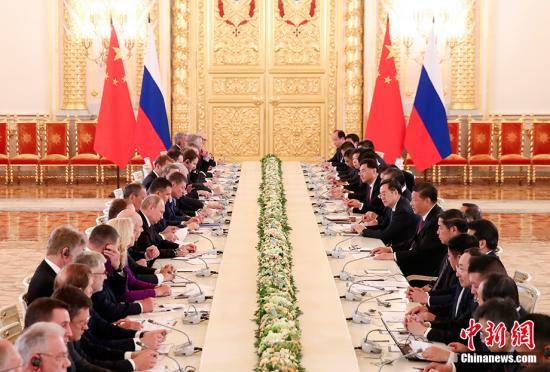 当地时间6月5日,中国国家主席习近平在莫斯科克里姆林宫同。俄罗斯总统普京座谈。中新社记。者 盛佳鹏 摄