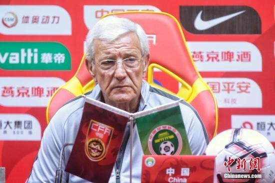 里皮二次执教中国男足(资料图:6月6日,里皮出席国足与菲律宾队比赛的赛前发布会。)中新社发 黎眺 摄