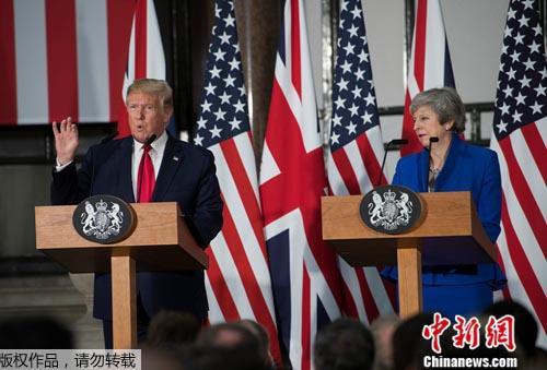 資料圖:4日,美國總統特朗普與英國首相特蕾莎·梅一同出席記者會。