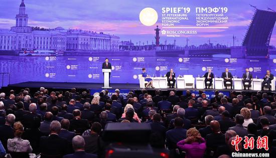 資料圖:當地時間2019年6月7日,第二十三屆圣彼得堡國際經濟論壇全會在圣彼得堡舉行。中國國家主席習近平發表致辭。<a target='_blank' href='http://www.chinanews.com/'>中新社</a>記者 盛佳鵬 攝